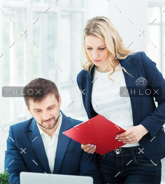 male-and-female-office-workers-PW9YX2Z
